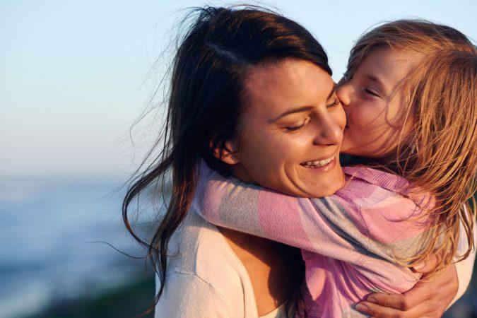madre disfrutando de la vida con hija